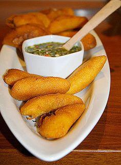 empanadas con salsa pincante,venezuela