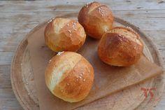 Chrumkavé žemličky z kvásku Home Baking, Sourdough Bread, Hamburger, Sisters, Cooking, Recipes, Food, Hampers, Pictures