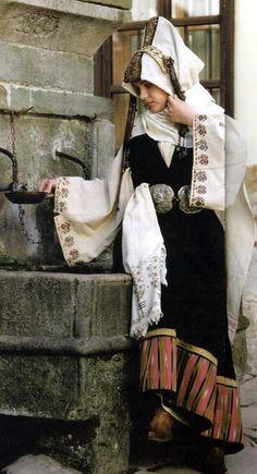 Женска носия от Търновско...с невестински сокай... Bulgarian