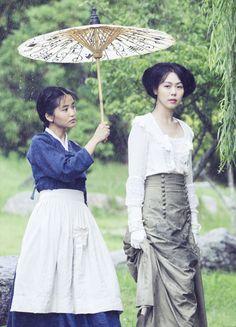 Kim Tae-ri & Kim Min-hee in 'Agasshi/The Handmaiden' Mademoiselle Film, Park Chan Wook, Kim Min Hee, Hey Violet, Disney Movies To Watch, Red Hulk, Korean Hanbok, Beautiful Film, Poster S