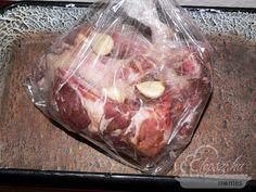 fokhagymás sült oldalas Food 52, Meat Recipes, Steak, Bacon, Pork, Beef, Cooking, Hungarian Recipes, Bed Room