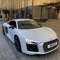 Luxury Sports Cars, Cool Sports Cars, Best Luxury Cars, Sport Cars, Audi V10, Audi R8 V10 Plus, Carros Lamborghini, Lamborghini Veneno, Audi R8 White
