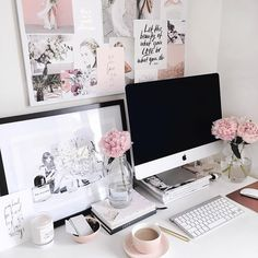 Perfect desk styling via @tenealekaitlyn on Instagram