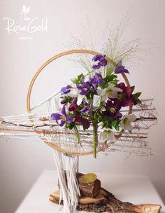 Aranjamente Florale pentru Nunti, buchete, decorațiuni. Calitate și creativitate pentru nunți și botezuri minunate! Suna-ma chiar acum! Floral Wedding, Wedding Flowers, Bucharest, Glass Vase, Events, Wreaths, Beach, Ideas, Design