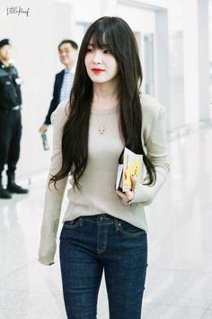 Irene-Redvelvet 190729 Incheon Airport to HongKong Kpop Girl Groups, Korean Girl Groups, Kpop Girls, Trending Photos, Kim Yerim, Red Velvet Irene, Velvet Fashion, Girl Bands, Seulgi