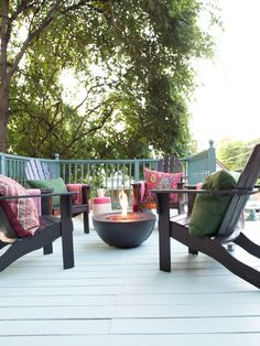 Outdoor Space Design & Ideas For Fall Entertaining >> http://www.hgtv.com/design/make-and-celebrate/entertaining/ultimate-outdoor-entertaining-space-for-fall-pictures?soc=pinterest