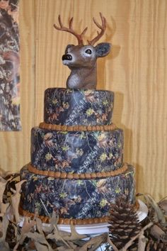 I cant believe I found a camo cake with a deer cake topper. This has to be the grooms cake! You've never been to Louisiana if you think only a groom would want this cake Camo Cakes, Deer Cakes, Boy Cakes, Beautiful Cakes, Amazing Cakes, Minions, Camo Wedding, Dream Wedding, Camouflage Wedding