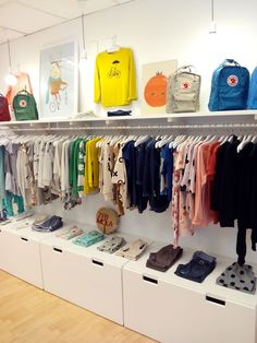 Fashion Clothes For Toddlers Girl Baby Store Display, Store Displays, Kids Boutique, Boutique Design, Shop Interior Design, Retail Design, Clothing Store Design, Shop Layout, Retail Space