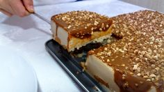 No te puedes perder esta tarta de turrón con dulce de leche. No dudes en hacerla, está deliciosa: ligera, dulce, cremosa, pecaminosa