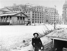Germany, Berlin: Ruins of the KaDeWe department store at Wittenbergplatz. 1944