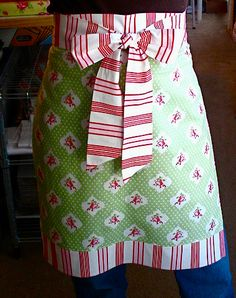 Make an adorable apron Tutorial 45 BEST Charming Lifestyle DIY & Tutorials EVER. From MrsPollyRogers.com