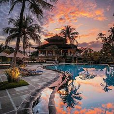Follow @globefever for more. Kamandalu Resort, Ubud. Bali. Photo by @jennyhendra