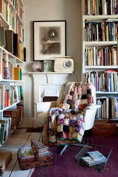 Perfectly imperfect, reading nooks, cozy reading rooms, book nooks, dream l Blanc Shabby Chic, Cozy Chair, Home Libraries, Romantic Homes, Book Nooks, Reading Nooks, My New Room, Bookshelves, Bookshelf Styling