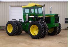 John Deere 7520 Four Wheel Drive Jd Tractors, John Deere Tractors, Antique Tractors, Heavy Machinery, Hobby Farms, Rubber Tires, Four Wheel Drive, Parcs, Old School