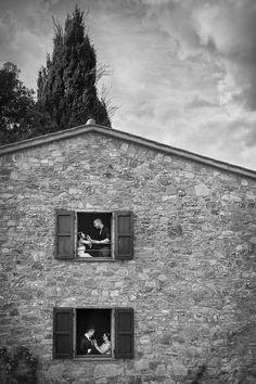 double gettin ready - wedding photographer in italy   #gettingready #wedding #weddingphotographerintuscany #weddingphotographerinitaly #bride #groom #weddinglocation #tuscany #italy   www.fabiomirulla.com