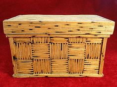 31) Interesting 20thC Tramp Art/Jail Art jewellery casket comprised entirely of matchsticks Est. £40-£60