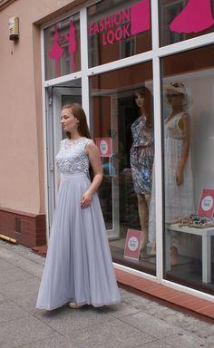 butikfashionlookbydgoszczPrzepiękne, długie sukienki na wesele!! Dwie w jednej. Zarazem prosta klasyczna jak i bardziej elegancka z narzutką <3     Występuje w kilku kolorach.      Materiał bardzo przyjemny w dotyku. Miękki, zwiewny.      Bardzo wygodna!! Można w niej spędzić wspaniale cały wieczór tańcząc i bawiąc się. :)     Idealnie podkreśla talie.      FASHION LOOK     Butik z odzieżą damską.     Bydgoszcz ul. Długa 25     www.facebook.com/fashionlookbydgoszcz