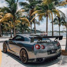 Type 2 Liberty Walked Nissan GT-R Z_litwhips - bottle Nissan Gtr Nismo, Nissan Gt R, Nissan Skyline Gt R, Gtr R35, Skyline R35, Luxury Sports Cars, Super Sport Cars, Cool Sports Cars, Maserati
