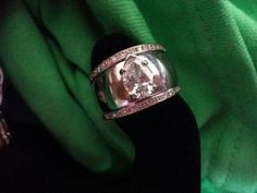 3 piece wedding set with Pear Brilliant Diamond in Center