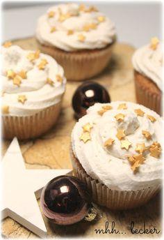 Treurosa - leckere Weihnachtsmuffins mit Sahne-Zimt-Topping backen I Backblog I Food I Foodblog I baking I bake I bakery I Cupcakes I Muffins I Weihnachtsmuffins I Christmas Bakery I Christmas Cupcakes I Cinnamon