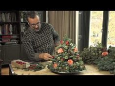 Minikerstboom voor op tafel - Green your day Mini Christmas Tree, Christmas Tree Themes, Christmas Time, Holiday Decor, Christmas Arrangements, Holiday Centerpieces, Floral Arrangements, Deco Floral, Arte Floral