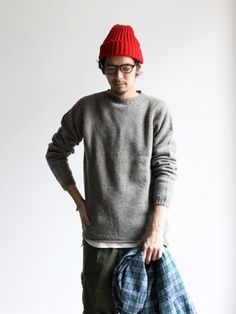 billy-george: Grey knits and red beanies source: billy-george. Monochrome Fashion, Minimal Fashion, Japan Fashion, Mens Fashion, Fashion Outfits, Loose Pants Outfit, Men Street, Street Wear, Preppy Boys