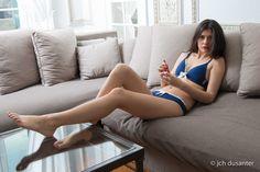 Marine Bleu Marine Volant Blanc, modèle push up, sans armatures, coton. Lingerie confortable et sexy. Ensemble soutient gorge/shorty. Photo Catalogue http://coeur-de-lys.com/categorie-produit/collection-marine/