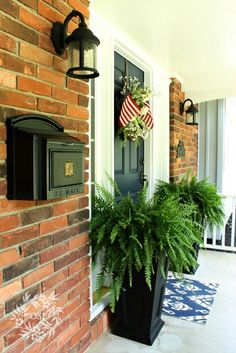 Outdoor Decor: Summer Front Porch -- love the fern planters Porch Urns, Front Porch Planters, Front Porch Design, Porch Designs, Porch Wood, Fern Planters, White Planters, Outdoor Light Fixtures, Outdoor Lighting