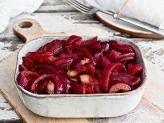 Karamellisoidut punasipulit sopivat monen ruoan kaveriksi salaateista pihveihin. Punasipuleiden makean suolainen maku ihastuttaa monia ja usein myös Ratatouille, Food And Drink, Hot, Ethnic Recipes