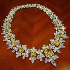 jewellerymasterpiece: Please, meet Ronald Abram carat Fancy Yellow and White Diamond Necklace by featuring an impressive carat✌ Fancy Yellow Internally Flawless Diamond Centre # Types Of Diamonds, Colored Diamonds, White Diamonds, Saphir Rose, Sapphire Necklace, Sapphire Jewelry, Sapphire Gemstone, Sapphire Diamond, Diamond Are A Girls Best Friend