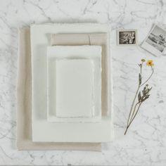 Ősi papírgyártási tradíciókkal, kézzel készített papír füzetek, 3 féle méretben. Hihetetlen, de ez a papír újrafelhasznált pamut textilből, kézzel készült, fa és ragasztó anyag felhasználása nélkül.