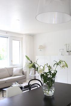 Homevialaura | livingroom | Kartell Gé | BoConcept Lugo coffee table | white linen curtains