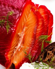 Close up photo of slices of Beetroot Cured Salmon (Gin or Vodka, Salmon Gravlax) Cured Salmon Recipe, Salmon Recipes, Fish Recipes, Appetizer Recipes, Appetizers, Fresh Horseradish, Lemon Pickle, Creamed Cucumbers, Easy To Cook Meals
