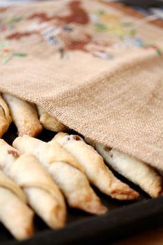 COOKING WITH ANISOARA: CORNULETE FRAGEDE - dulcele traditional al Craciunului Marcel, Easy Desserts, Bread, Traditional, Cooking, Food, Essen, Kitchen, Brot