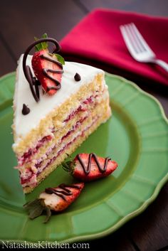 Bakers—this is sure to become your signature dessert—Strawberry Layer Cake Recipe (Natasha's Kitchen) Love Cake, Strawberry Filling, Strawberry Farm, Strawberry Desserts, Strawberry Layer Cakes, Chocolate Work, Chocolate Chips, No Bake Desserts, Delicious Desserts