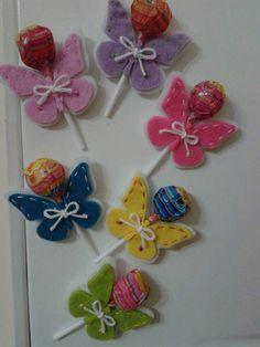 Mariposas Ciupaciupa - Mariposas Ciupaciupa Imágenes efectivas que le proporcionamos sobre homeschool schedule Una imagen - Candy Art, Candy Crafts, Butterfly Gifts, Butterfly Birthday, Fun Crafts For Kids, Diy Arts And Crafts, Craft Gifts, Diy Gifts, Gift Bows