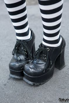 ~ chaussettes hautes rayures Noir et Blanc ~ Japon - Harajuku - Hangry&Angry Gothic Dress, Top Hat, Striped Socks & Skulls