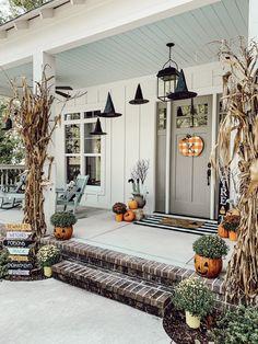 Halloween Porch Decorations, Halloween Home Decor, Fall Home Decor, Autumn Home, Fall Halloween, Spooky Decor, Halloween Recipe, Women Halloween, Halloween Makeup