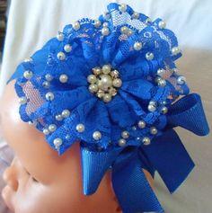 faixa com flor de bico de renda com bordado de pérola e laço! várias cores.