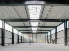 Industrial Sheds, Parque Industrial, Industrial Architecture, Shed Design, Garage Design, Roof Design, Factory Architecture, Steel Structure Buildings, Warehouse Design