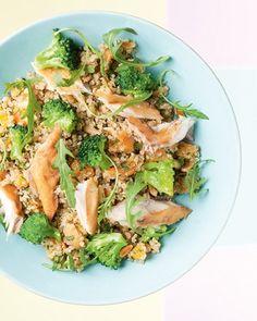 Quinoa met gerookte makreel, broccoli, gedroogde abrikozen en geroosterde pitjes