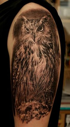 The owl is a mythological animal with innocent face and big eyes which have the power to see in the dark. Owl tattoos are loved both by women and men not only for its attractive look but for its strong symbolic and rich meanings. Owl is said to be a Trendy Tattoos, Sexy Tattoos, Body Art Tattoos, Tattoos For Guys, Sleeve Tattoos, Tatoos, Men Back Tattoos, Tattoo Arm, Compass Tattoo
