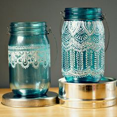 Puffy Paint + Mason Jars + Candles, for a Morrocan inspired candle holder. Love this idea! Mason Jar Lanterns, Blue Mason Jars, Painted Mason Jars, Bottles And Jars, Glass Jars, Candle Jars, Mason Jar Art, Jar Crafts, Diy And Crafts