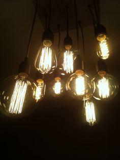 Оригинальный светильник с лампочками Эдисона