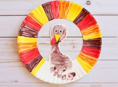 Footprint turkey wreath - easy Thanksgiving craft for kids to make with paper plate. Looking for an easy Thanksgiving crafts for kids? Make this adorable footprint turkey wreath that you can also use as decoration. Kids Crafts, Daycare Crafts, Craft Activities For Kids, Baby Crafts, Toddler Crafts, Preschool Crafts, Craft Ideas, Babysitting Activities, Preschool Ideas