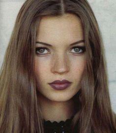 Kate Moss make up 90s Grunge Hair, Grunge Makeup, 1990s Grunge, Beauty Makeup, Hair Makeup, Hair Beauty, Makeup 101, Beauty Style, Beauty Box