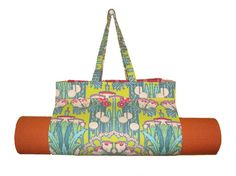 Main girl hot yoga bag- You could make this pretty easily...