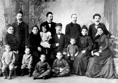 Abram Pantofel with children and grandchildren. Omsk