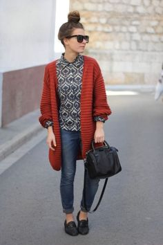 How to wear a chunky cardigan style * fashion, red cardigan Red Cardigan Outfits, Chunky Cardigan Outfit, Outfits Otoño, Fall Outfits, Orange Cardigan, Rust Cardigan, Oversized Cardigan, Cardigan Fashion, Open Cardigan