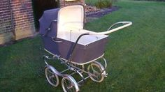 oude nostalgische kinderwagen  I had one just like this for my first born! :)